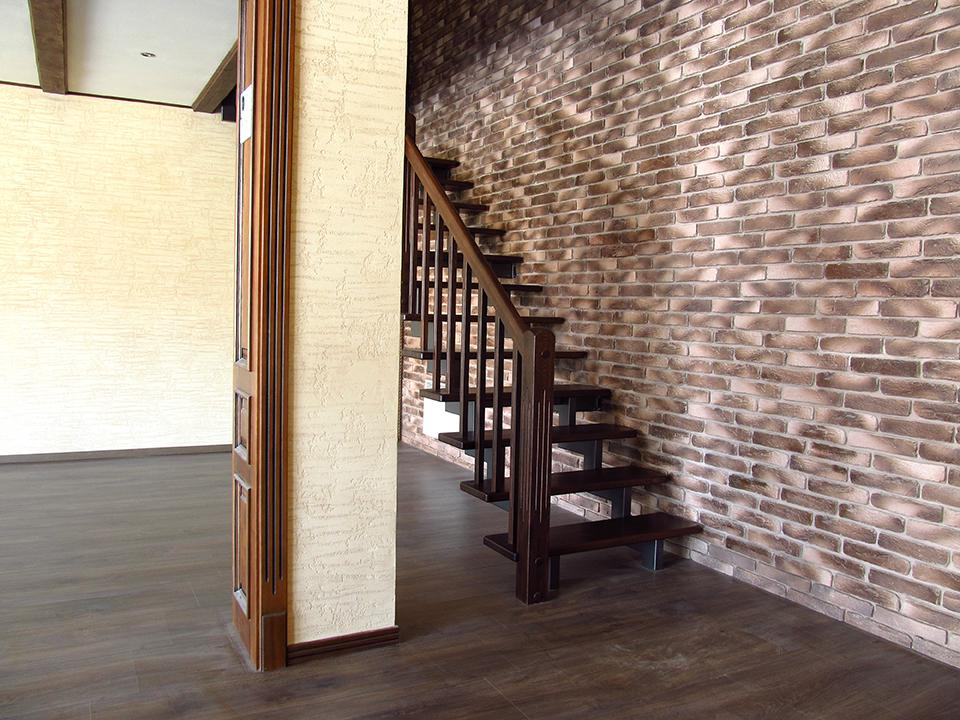 4 варианта узких лестниц для дома и квартиры