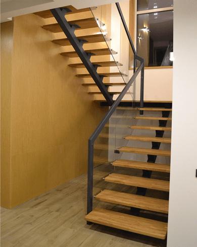 лестница в дом из металла