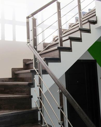 Поворотная лестница в доме