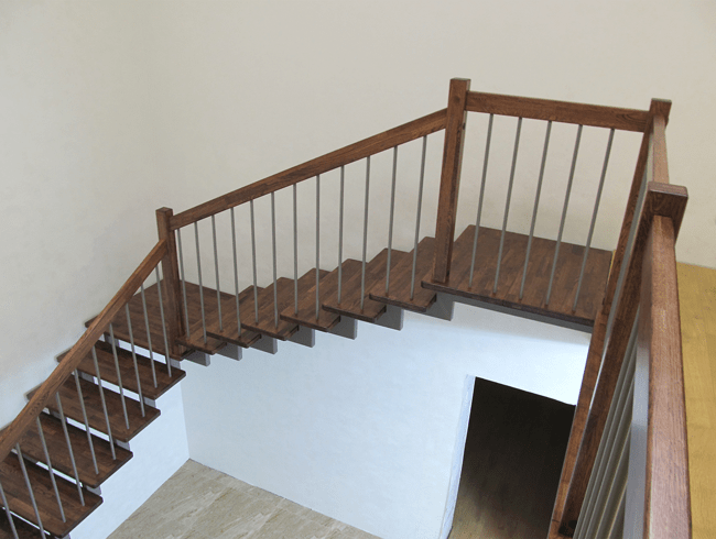 купити металеві сходи на другий поверх