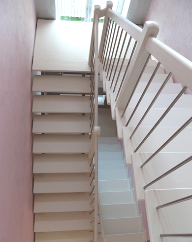 металеві сходи з площадкою