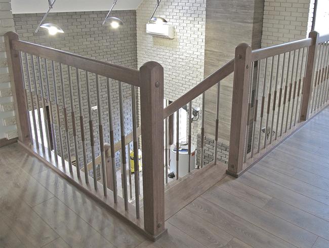 залізні сходи на другий поверх